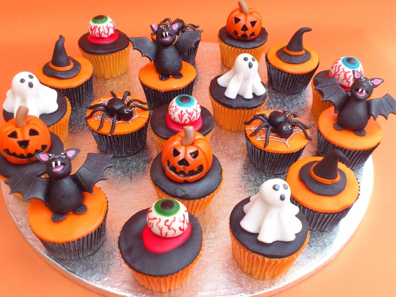Halloween-Cupcake-Cakes-1
